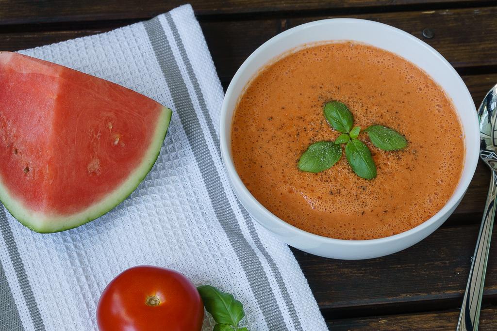 sommer rezept tomaten melonen gazpacho f r hei e tage lydia loves coconut. Black Bedroom Furniture Sets. Home Design Ideas