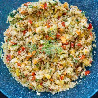 Schneller und sommerlicher Quinoa Mango Salat